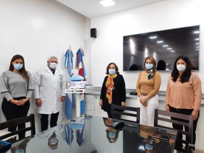 El Hospital zonal de Fernández recibió un equipo de alto flujo con compresor para oxigenoterapia