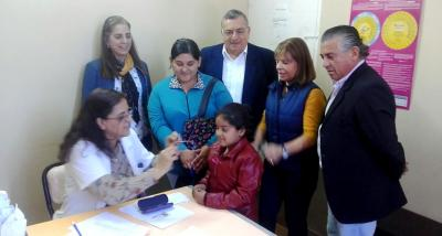 Entregaron anteojos gratis a los alumnos de Fernández