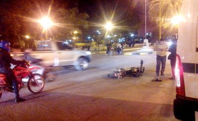 Fernández: Un auto embistió a un motociclista en San Martín y 9 de Julio