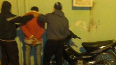 Detuvieron a un joven que circulaba en una moto