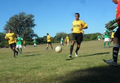 Hoy se realiza un campeonato de fútbol a beneficio de Ramón Paéz