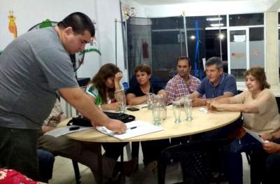 Autoridades debaten ordenanzas que rigen la venta en el veredón