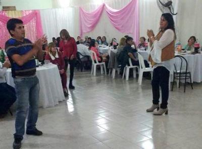 La familia Policial de Fernández agasajó a las madres en su día
