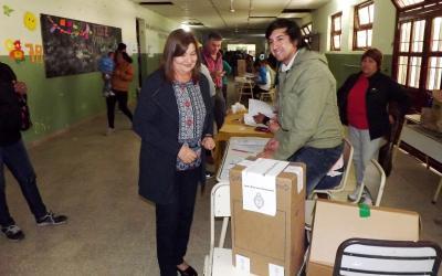 Un gran afluente de votantes concurre a las urnas en Fernández