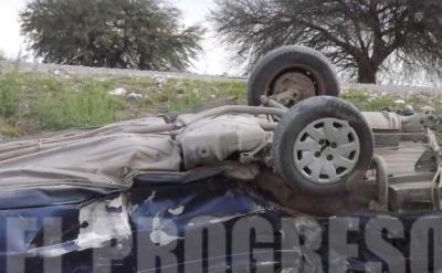 Un automovilista terminó dentro de un alcantarilla en un acceso a Fernández