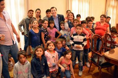 Niños de Forres visitaron al Gobernador