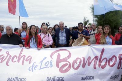 Con marcha de bombos y la presencia de Nestor Garnica, Santiago dijo presente en Mar del Plata