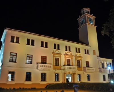 Casa de gobierno iluminada por el día Internacional del Cáncer Infantil
