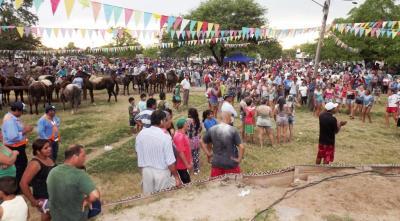 Con las tradicionales trincheras Fernández entierra el carnaval