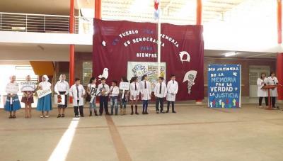 Alumnos de Fernández conmemoraron el día de la memoria