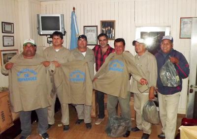 Empleados municipales de Fernández recibieron ropa de trabajo