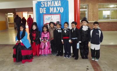 Con activa participación de los niños, la semana de Mayo se vive a pleno en Fernández