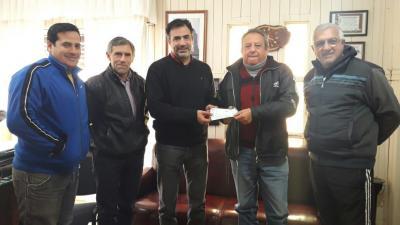 Matarazzo entregó un subsidio de $100 mil al Club Independiente