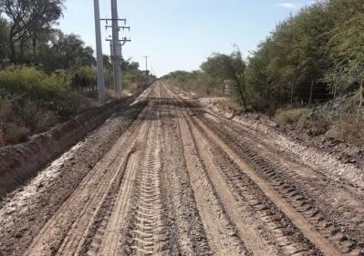 Mejoran caminos vecinales en Estación Taboada