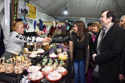 Arrancó la feria artesanal en Santiago