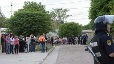 Amplia presencia policial alteró la calma en el barrio Independiente