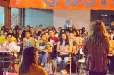 Futuros docentes de Suncho debatieron sobre la educación popular