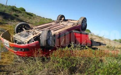 Colonia El Simbolar: siete personas a bordo de un auto protagonizaron un vuelco