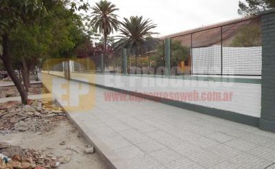 Más de 150 metros de vereda fueron restauradas en la Escuela 814