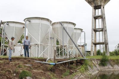 En Colonia El Simbolar los piletones se derrumbaron por las lluvias