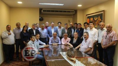El intendente Víctor Araujo y otros 21 jefes comunales acordaron aumento para municipales