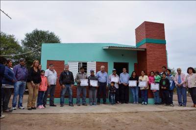 Familias del paraje El Barrial recibieron viviendas sociales