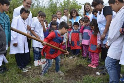 """El Programa Plantando Futuro celebra el """"Día Forestal Mundial"""" en una escuela"""