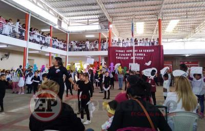 Fernández: En honor a la memoria, en la escuela conmemoraron la gesta de 1976