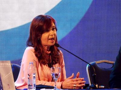 Ante una multitud Cristina de Kirchner presentó su libro en el Fórum