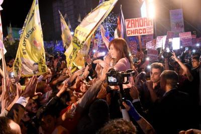 El saludo de CFK al pueblo en la explanada