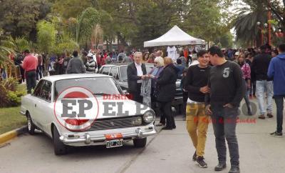 La Expo de autos y motos antiguas reúne a fierreros en Fernández
